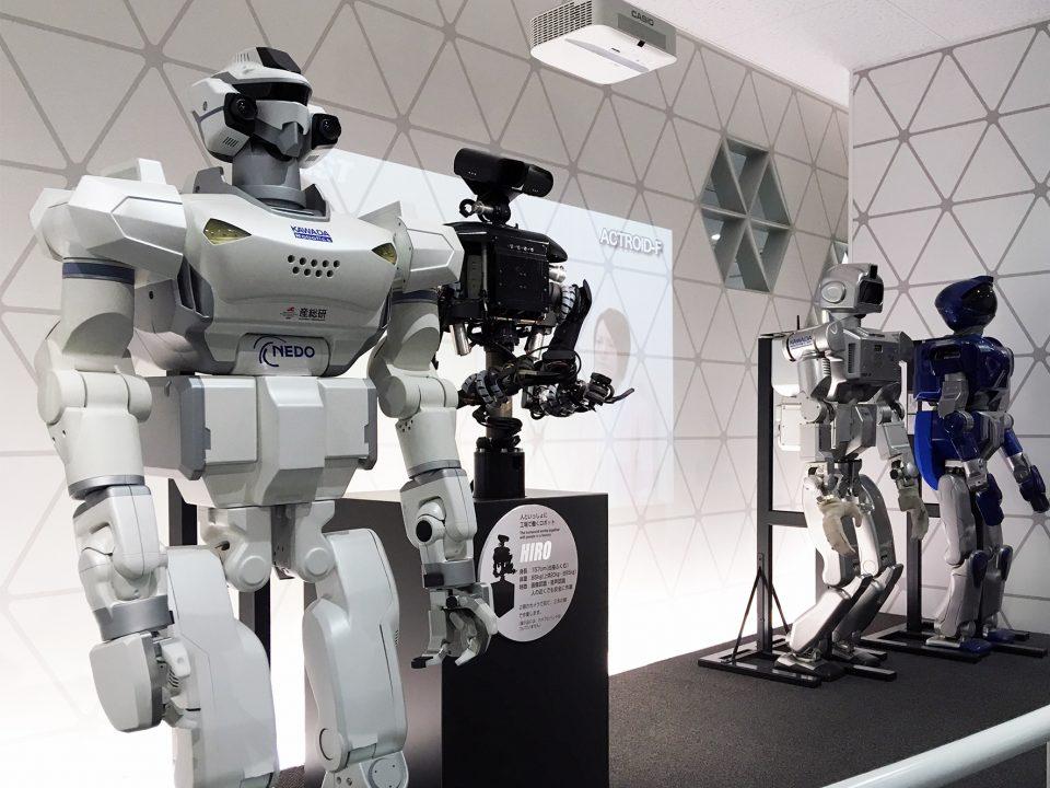 サイエンス・スクエアつくばでは、癒し効果のあるアザラシ型セラピーロボット「パロ」、ヒューマノイドロボットなど、私たちの身の回りや社会で活躍が期待されるロボットたちにも会えますよ。