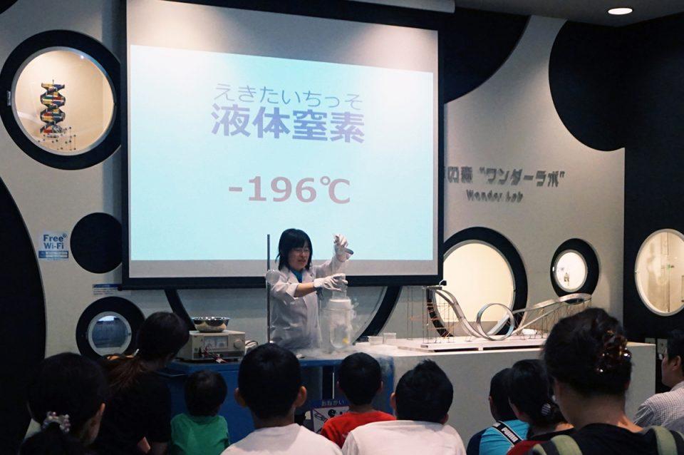 サイエンスショーや科学教室は毎月テーマを変えて実施。 家族みんなで楽しめるイベントが盛りだくさんです!